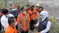Kepala BNPB Doni Monardo meninjau lokasi terdampak guguran lahar Gunung Semeru, Lumajang, Jawa Timur pada Kamis, (3/12/2020). (Foto: Dok BNPB)