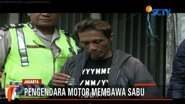 Dua pengendara motor kedapatan membawa narkoba jenis sabu saat operasi zebra berlangsung di Jalan Basuki Rahmat, Jatinegara.