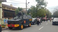 Usai serangan bom bunuh diri, petugas telah melakukan sterilisasi di seputaran lokasi kejadian, tepatnya di Jalan M Said hingga radius 500 meter. (Liputan6.com/ Reza Perdana)