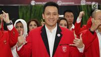 Ketua Umum PKPI Diaz Hendropriyono (kanan) saat pelantikan pengurus DPN PKPI periode 2018-2024 di Jakarta, Rabu (30/5). Pelantikan tersebut dihadiri seluruh pengurus PKPI baru. (Liputan6.com/Immanuel Antonius)