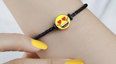 Perhiasaan dengan karakter emoji bernuasa Kemerdekaan/dok. UBS Gold