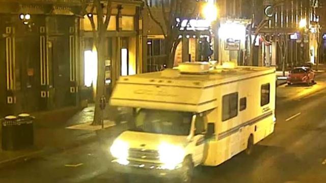 Penampakan mobil RV misterius yang disebut polisi sebagai sumber ledakan di Nashville pada pagi Natal 25 Desember 2020. Polisi menyebut mobil tersebut memutar rekaman yang mengimbau 'akan ada ledakan dalam 15 menit' (Handout / Nashville Police)