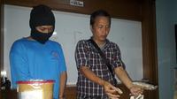 Badan Narkotika Nasional (BNN) Kota Surabaya menangkap seorang bandar ganja. (Liputan6.com/Dian Kurniawan)