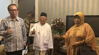 Lily Chodidjah Wahid, adik dari presiden keempat Abdurrahman Wahid atau Gus Dur mengunjungi calon wakil presiden Ma'ruf Amin di kediamannya