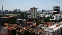 Suasana kota Jakarta dilihat dari lantai 15 Gedung Mina Bahari IV KPP, Rabu (26/10). Menurut catatan Council on Tall Building and Urban Habitat (CTBUH), populasi pencakar langit Jakarta setara dengan Kuala Lumpur. (Liputan6.com/Helmi Fithriansyah)