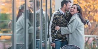 Kisah kehidupan Raffi Ahmad dan Nagita Slavina kerap menarik perhatian publik. Terlebih soal hubungan mereka yang kini selalu terlihat bahagia. Namun bagaimana kisah di balik pertemuan Gigi dan Raffi sebelum menikah? (Instagram/raffinagita1717)