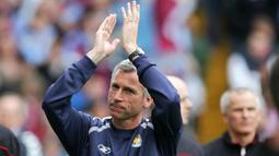 Alan Pardew. Pelatih yang kini berusia 60 tahun ini mulai menangani West Ham pada 20 Oktober 2003 hingga 11 Desember 2006. Prestai terbaiknya adalah membawa The Hammers finish di peringkat ke-9 pada musim 2005/2006 dan menjadi finalis FA Cup di musim yang sama. (Foto: AFP/Paul Ellis)
