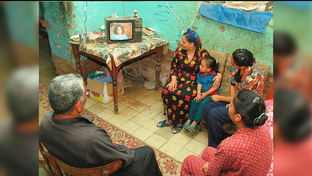 Menonton televisi sudah menjadi hobi bagi masyarakat di dunia. Televisi menjadi hiburan sekaligus media untuk mendapatkan informasi.