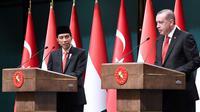 Presiden Jokowi dan Presiden Turki Recep Tayyip Erdogan tingkatkan kerja sama industri perdagangan di Istana Turki, Kamis (6/7/2017). (Biro Pers Istana)