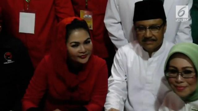 Pasangan cagub dan cawagub Jawa Timur Saifullah Yusuf ( Gus Ipul) dan Puti Guntur Soekarnoputri mendaftar di KPU Jatim.