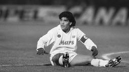 1. Diego Maradona - Legenda Argentina ini adalah pemain yang paling dipuja publik Naples. Pada era nya lah Napoli berhasil meraih dua kali Scudetto yaitu tahun 1986-1987, 1989-1990. (AFP/STR)