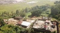 Pura Prapajati di Desa Kertabuana, Kabupaten Kutai Kertanegara (Kukar), Kalimantan Timur ambles. Terlihat dari foto drone lokasi tambang batu bara. (Liputan6.com/ Abdelda Gunawan)