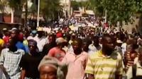 Ribuan warga berunjuk rasa memperingati lengsernya presiden Haiti 2004 lalu, sementara itu astronot tim Scott Kelly akan kembali ke bumi.