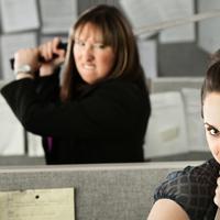 Orang menyebalkan di kantor memang sangat banyak. Jangan sampai kamu juga ikut-ikutan menyebalkan seperti mereka. | via: alluremedia.com.au