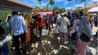 Operasi pasar kelangkaan minyak tanah di Kota Tual, Maluku (Foto: Ist)