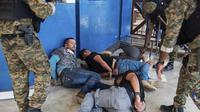 Tersangka dalam pembunuhan Presiden Haiti Jovenel Moise setelah ditahan di Port-au-Prince (AP)
