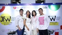 Nama-nama, seperti Tities Sapoetra, Natalia Kiantoro, dan Yosep Sinudarsono mampu menampilkan perpaduan fesyen kolaborasi bersama Rexona.