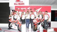 Marc Marquez dan Dani Pedrosa mendukung 2 rider muda Indonesia, Dimas Ekky P. dan Andi Farid, yang akan berkiprah di ajang internasional