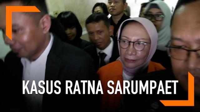 Berkas kasus berita bohong atau hoaks tersangka Ratna Sarumpaet lengkap alias P21. Ratna Sarumpaet pun dikawal sejumlah penyidik dibawa ke Kejaksaan Negeri Jakarta Selatan sambil tersenyum datar.