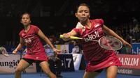 Della Destiara Haris/Rosyita Eka Putri Sari melangkah ke babak perempat final BCA Indonesia Open, Kamis (15/6/2017). (Bola.com/Vitalis Yogi Trisna)