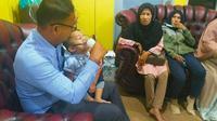 Bocah 2 tahun korban asap mendapat perawatan khusus setelah terserang asma. (Liputan6.com/M Syukur)