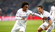 Willian mencetak gol kemenangan Chelsea saat bertanding melawan Lille. (dok. UEFA)