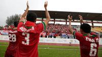 Para pemain Indonesia merayakan kemenangan atas Myanmar pada Laga Sea Games 2017 di Stadion MPS, Selangor, Selasa (29/8/2017). Indonesia menang 3-1 atas Myanmar. (Bola.com/Vitalis Yogi Trisna)