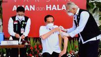 Presiden Joko Widodo (Jokowi) menerima vaksin COVID-19 pertama pada Rabu, 13 Januari 2021. (Dok Humas Sekretariat Kabinet)