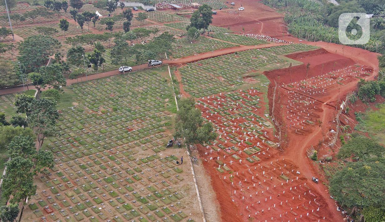 Foto udara memperlihatkan blok pemakaman jenazah Covid-19 di TPU Pondok Ranggon, Jakarta Timur, Minggu (27/9/2020). Pemerintah Provinsi DKI Jakarta kembali memperluas lahan pemakaman jenazah pasien Covid-19 di TPU Pondok Ranggon. (Liputan6.com/Herman Zakharia)