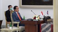 Presiden Joko Widodo (kanan) didampingi Menteri Kesehatan Terawan Agus Putranto saat KTT ASEAN Khusus Tentang COVID-19 secara virtual dari Istana Kepresidenan Bogor, Selasa (14/4/2020). Jokowi mengajak negara-negara ASEAN bersinergi melawan COVID-19. (Foto: Lukas - Biro Pers Sekretariat Presiden)