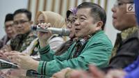 Anggota Dewan Pertimbangan Presiden, Suharso Monoarfa (kedua kanan) memberi keterangan pers di DPP PPP, Jakarta, Sabtu (16/3). Suharso diangkat sebagai Plt Ketum PPP dengan pertimbangan tidak terjadi kekosongan kepemimpinan. (Liputan6.com/Faizal Fanani)