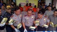 Kapolda Jambi, Brigjen Pol Yazid Fanani menunjukkan barang bukti sabu asal Malaysia. (Bangun Santoso/Liputan6.com)
