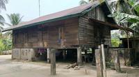 Rumah terduga teroris di Desa Kuapan, Kabupaten Kampar, yang ditangkap Densus 88 Anti Teror pada akhir pekan lalu. (Liputan6.com/M Syukur)