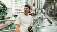 Meski berasal dari Korea Selatan, YouTuber ini dikenal masyarakat dengan logat Jawa medok. Diketahui Jang Hansol tinggal di Malang, Jawa Timur selama 16 tahun. Kini ia sudah kembali ke Korea Selatan, namun masih sering megunjungi Indonesia. (Liputan6.com/IG/@hansoljang110)