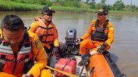 Tim SAR gabungan turun mencari warga yang nyemplung di Sungai Citarum. (Dok. Basarnas)