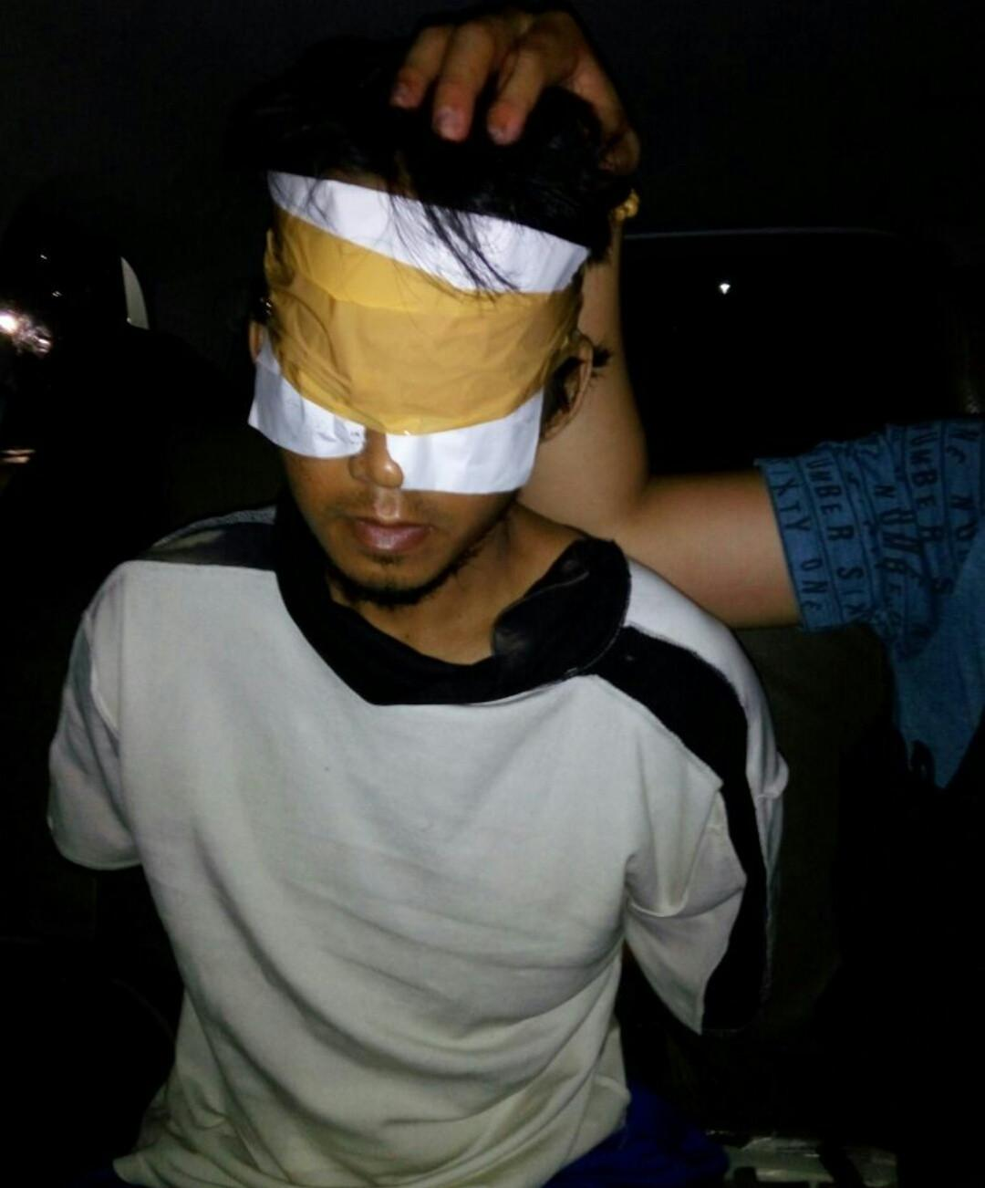 Foto terduga teroris JAK Jambi saat ditangkap,menyebar di media sosial (Liputan6.com / ist - Nefri Inge)