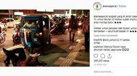 Seorang pria nekat beristirahat tiduran di atas salah satu titik trotoar di Jakarta (@dramaojol)