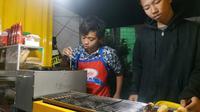 Bosan Hidup di Jalanan, Delapan Anak Punk Kediri Jalankan Bisnis Waralaba. (Liputan6.com/Dian Kurniawan)