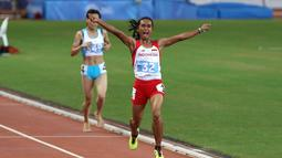 Ekspresi saat menyentuh finis pertama. (Bola.com/Arief Bagus)