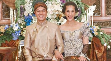 Raut bahagia terlihat di wajah pasangan yang menikah pada 22 November 2018. Keduanya menggelar acara 7 bulanan atau Mitoni di The Tribrata, Jakarta Selatan pada Sabtu (22/10/2019) lalu. (Liputan6.com/IG/@paula_verhoeven)