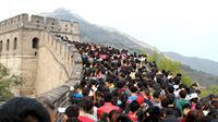 Tembok Besar China di Tiongkok menjadi tujuan wisata utama saat musim libur panjang.