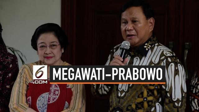 Ketua Umum Partai Gerindra Prabowo Subianto datang ke kediaman Megawati Soekarnoputri di Jalan Teuku Umar, Menteng, Jakarta Pusat. Dalam pertemuan tersebut Megawati menyuguhkan nasi goreng, menu kegemaran Prabowo.