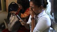 Keluarga korban penembakan sesama polisi di Serdang Bedagai, Sumatera Utara. (Liputan6.com/Reza Perdana)