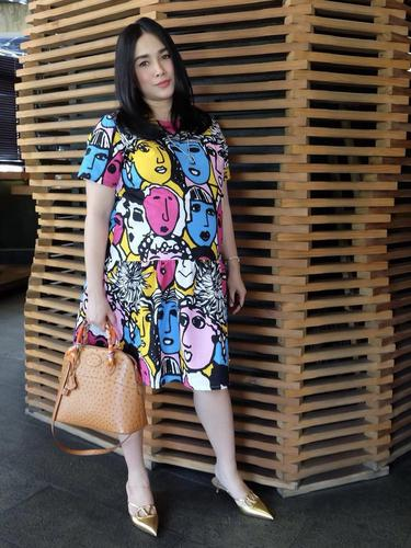 Ussy Sulistyawati tampil awet muda kenakan Short Dress