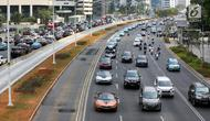 Mobil BMW i8 Roadster, i8 Coupe dan BMW i3s mengawal konvoi mobil listrik jelang jadwal pelaksanaan balap mobil listrik atau Formula E 2020 di kawasan Sudirman, Jakarta, Jumat (20/9/2019). Gubernur DKI Jakarta Anies Baswedan memimpin konvoi kendaraan listrik. (Liputan6.com/Fery Pradolo)