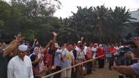 Anies Baswedan ikut lomba tarik tambang. (Merdeka.com/Hari Ariyanti)