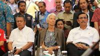 Gubernur BI Perry Warjiyo, berkunjung ke Lombok bersama Menko Maritim, Luhut Panjaitan, Menteri Keuangan, Sri Mulyani, dan Direktur Pelaksana IMF, Christine Lagarde, Senin (08/10/2018). (Wilfridus Setu Embu/Liputan6.com)