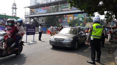 Penyekatan di Jalan Basuki Rachmat alias Basura, Jakarta Timur, Kamis (15/7/2021).