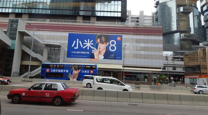 Flagship smartphone Xiaomi Mi 8 mulai diiklankan di berbagai tempat di Hong Kong. Liputan6.com/ Agustin Setyo W