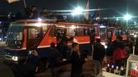Mahasiswa yang menggelar aksi demonstrasi di depan gedung DPR mulai membubarkan diri. (Merdeka.com)